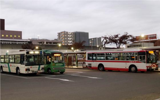 公共交通機関で来られる方